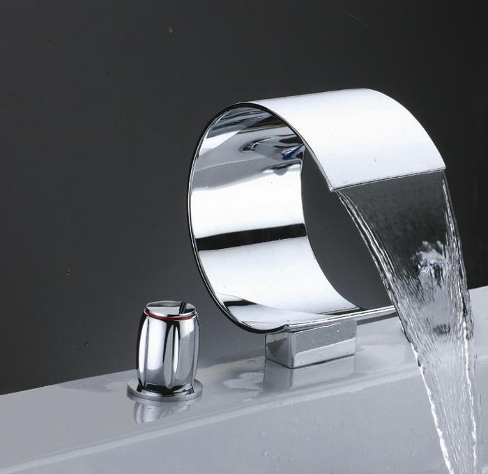 Lano Widespread Waterfall Bathtub Mixer1