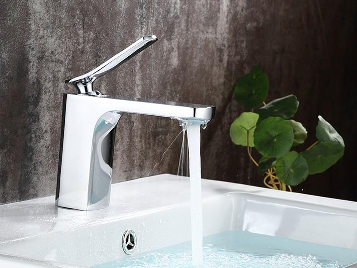 Bologna Single Handle Deck Mounted Bathroom Sink Faucet