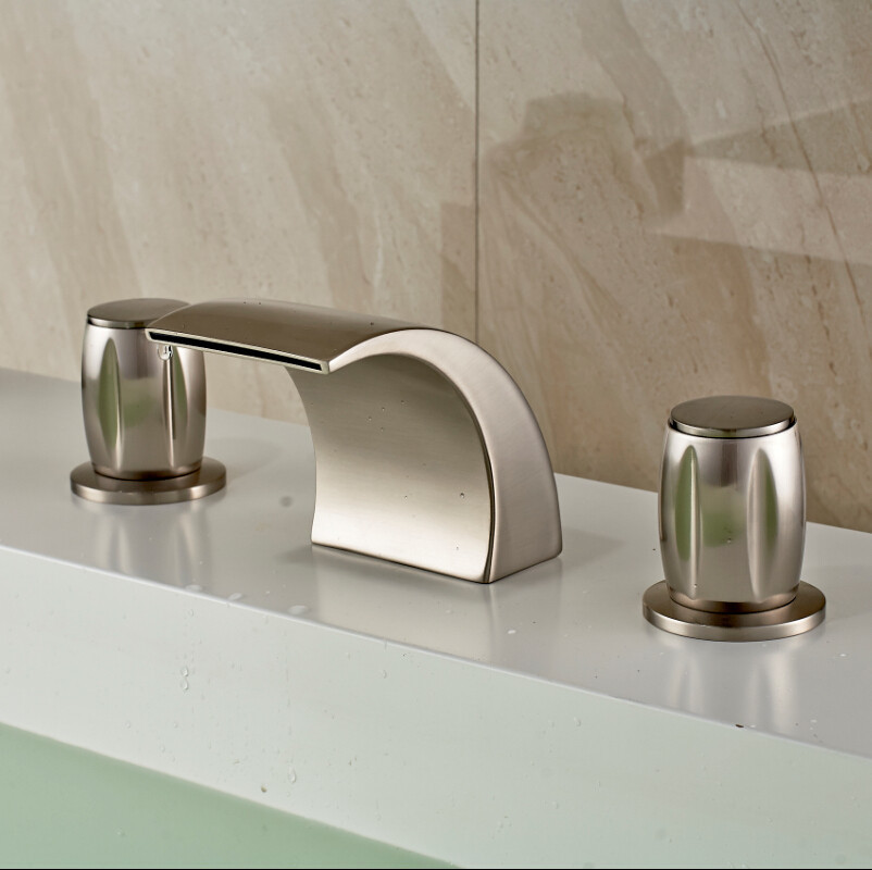 Medellín Brushed Nickel Finish Deck Mounted Bathtub Faucet with Hot and Cold Mixer.