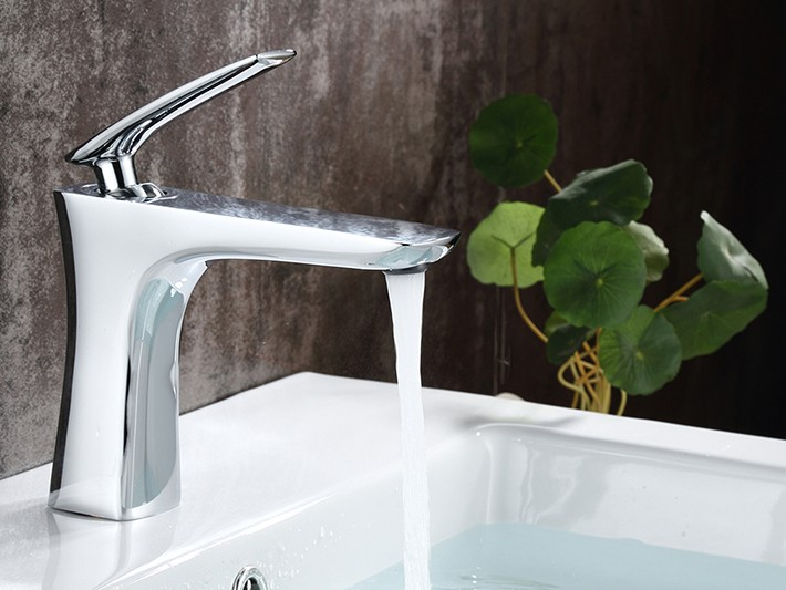 Rimini Single Handle Deck Mounted Bathroom Sink Faucet