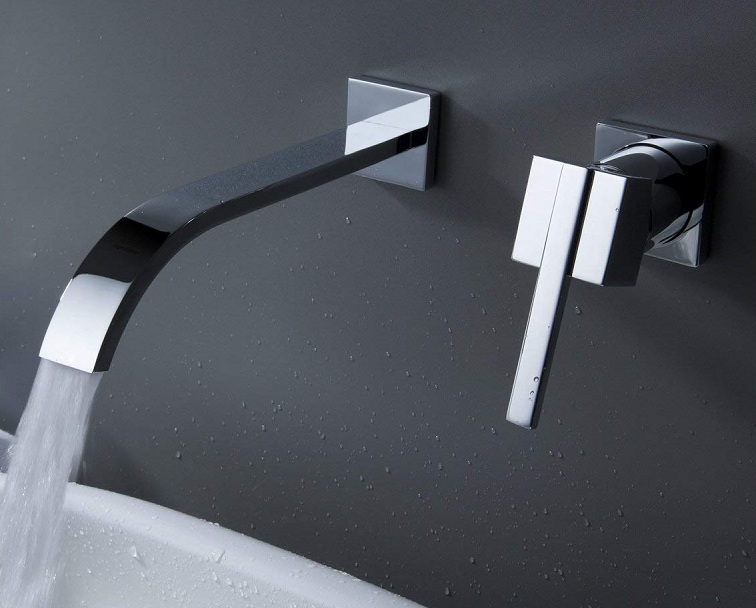 Lyon Wall Mount Single Handle Bathtub Faucet In Chrome Finish