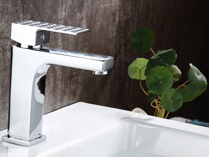 Messina-Reggio Calabria Single Handle Deck Mounted Bathroom Sink Faucet